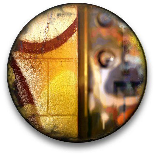 Oeuvre CIRCULAIRE 20. Technique mixte sur panneau de bois circulaire (photographie nocturne, travail numérique, peinture aérosol et époxy) par l'artiste visuel Pascal Normand.