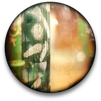 Oeuvre CIRCULAIRE 8. Technique mixte sur panneau de bois circulaire (photographie nocturne, travail numérique, peinture aérosol et époxy) par l'artiste visuel Pascal Normand.
