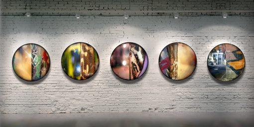 Série CIRCULAIRE en contexte sur mur de brique. Pièces 11 à 15. Technique mixte sur panneau de bois circulaire (photographie nocturne, travail numérique, peinture aérosol et époxy) par l'artiste visuel Pascal Normand.